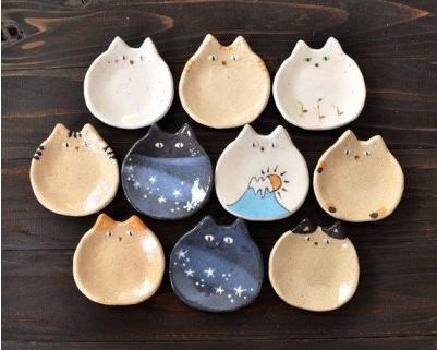 猫の小皿10種類を1種類ずつの計10枚お届けします。 【ふるさと納税】ねこの豆皿10枚セット_KA0399 送料無料