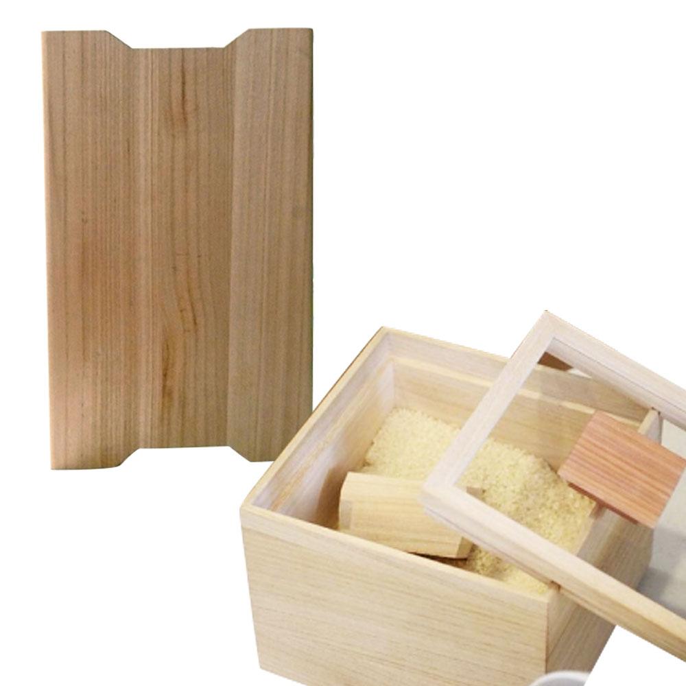 シンプルで暖かみのある米びつは桐のもつ調湿性と防虫効果によりお米を美味しく保ちます。軽さが特徴のまな板は、受け皿として食卓にも。桐の素材が柔らかいため刃物も傷みにくいです。 【ふるさと納税】米びつ(桐製)<5kgタイプ>+桐のまな板 木製 桐 収納 木箱 桐箱 桐製 収納 ストック ストッカー キッチン収納 インテリア 雑貨 キッチン雑貨 キッチン用品 5kg 米櫃 こめびつ お米 保存容器 俎板 まな板