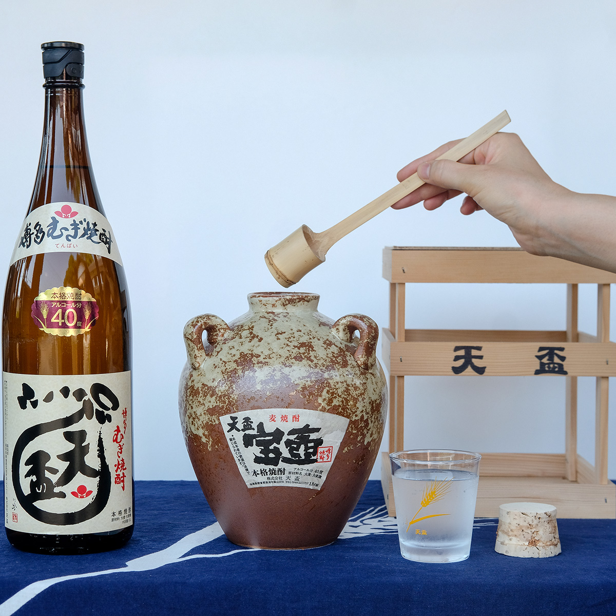 【ふるさと納税】天盃むぎ焼酎 汲み継ぎセット 宝壺・天盃40度1.8L