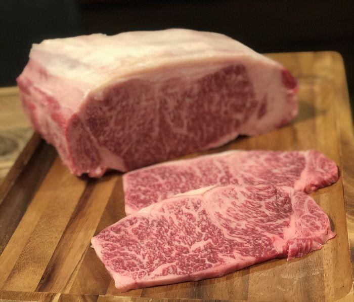 佐賀県の豊かな自然環境で育てられた 人気の 佐賀県産和牛 です 地元 焼肉店厳選のこだわりロースをステーキ用にカットしています 真空パックにしてお届けします ふるさと納税 佐賀産和牛 ロースステーキ 合計500g ☆最安値に挑戦 125g×4枚 冷凍 人気ショップが最安値挑戦 鹿島市 肉 送料無料 和牛 ステーキ 佐賀県 D-109 牛肉
