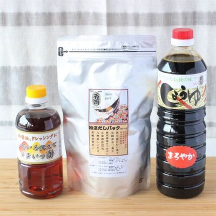 【ふるさと納税】万両特選だしパック(8g×30入)と醤油詰合せ(C-4) (H016127)