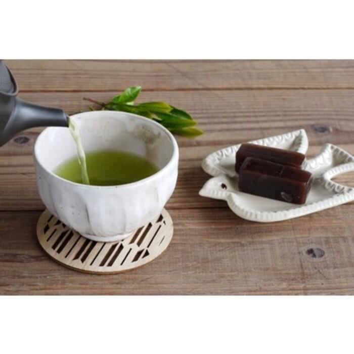 【ふるさと納税】【毎月お届け12回】特上煎茶八重1本と季節のお茶1本(合計100g×2本) (H047103)