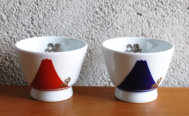 A35-5【ふるさと納税】深川製磁 瑠璃・赤富士白金蕨 ペアアルテ・ウァン