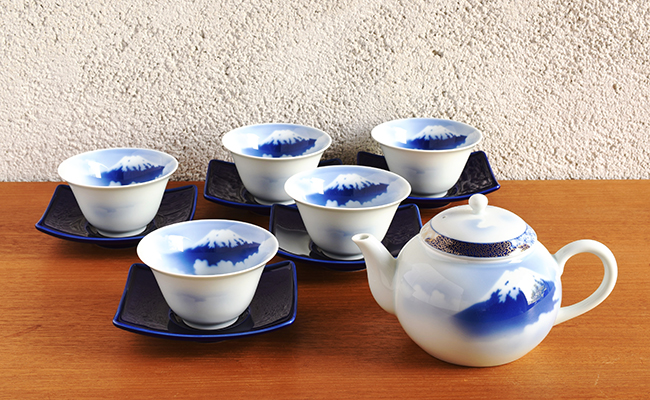 A100-16【ふるさと納税】深川製磁 富士山 急須茶器揃(瑠璃茶托)