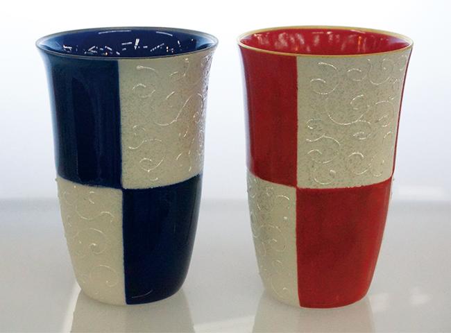 A20-27【ふるさと納税】ラスター市松(青・赤)フリーカップペア【陶磁器】