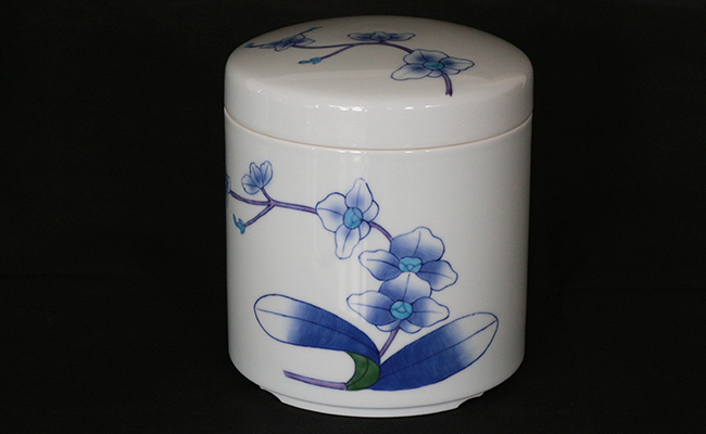 A100-34【ふるさと納税】胡蝶蘭絵8寸御骨壺 彩生陶器