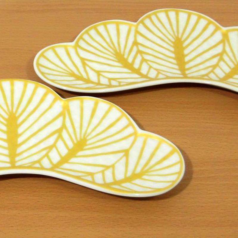 【ふるさと納税】FS19017R [オシャレな有田焼]松型の変形長皿
