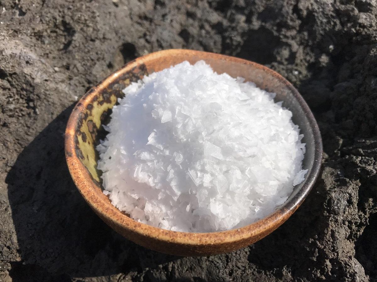 オーバーのアイテム取扱☆ 五島の塩で 料理が楽しくなる 付与 ふるさと納税 粗塩 袋 100g