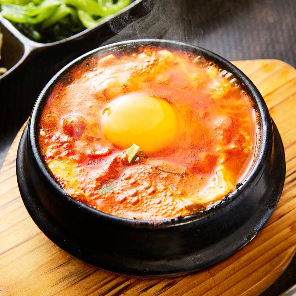 自家製のコチュジャンでコクのある新感覚の韓国鍋に仕上げたトマト鍋と 自慢の秘伝のたれの中にホルモンや野菜をたっぷり入れた赤辛鍋 本格的なスントウブチゲのセットです ふるさと納税 韓国チゲ 鍋の素 詰め合わせ 3種類 赤辛鍋スープ トマト鍋スープ スントウブチゲ セット 公式ストア 鍋スープ チゲ パック スープ 低廉 送料無料 国産 調味料 鍋 冷凍 九州産 食べ比べ 韓国鍋 トマト鍋