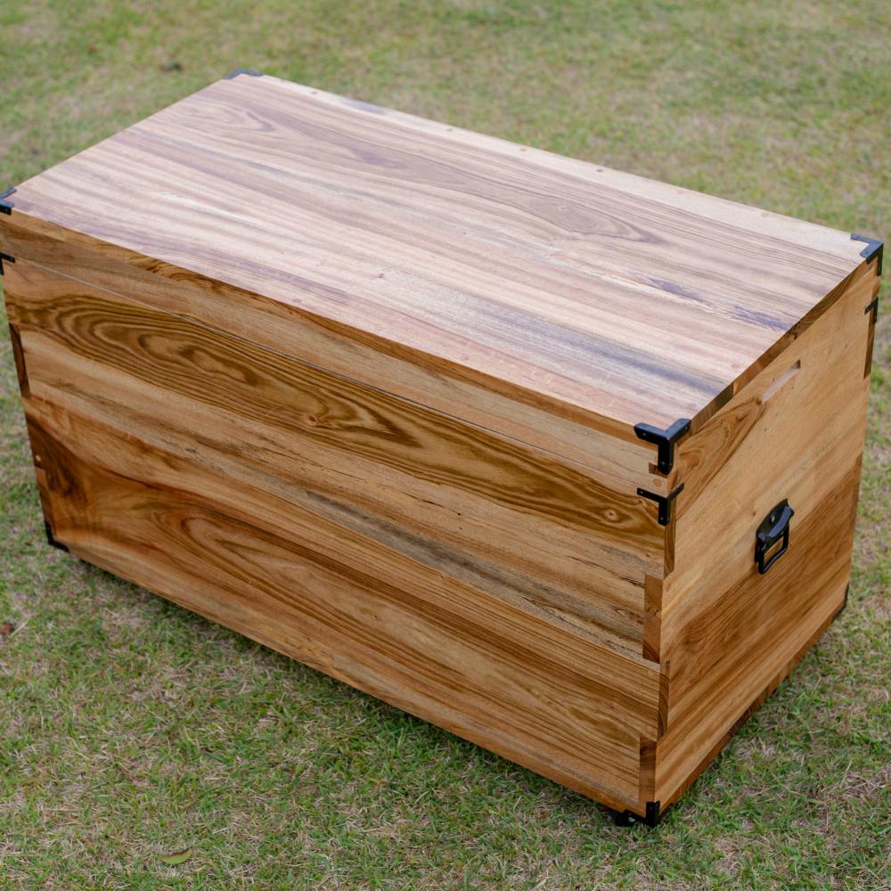 □【ふるさと納税】【家具職人が天然木で作りあげた】楠の衣装箱