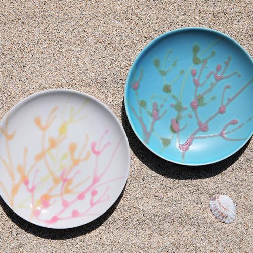 ふるさと納税 沖縄の海を 春の新作シューズ満載 ぎゅっ と閉じ込めた珊瑚プレート 白色×ターコイズ色 取り皿 2枚 人気