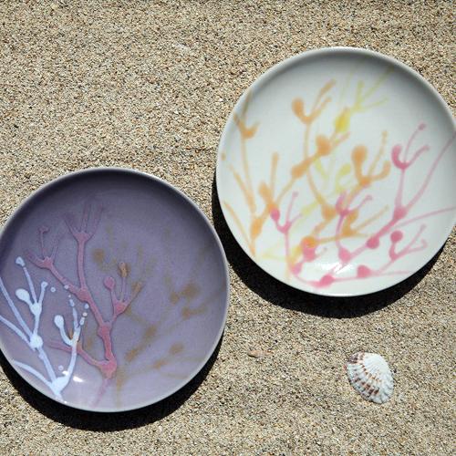 ふるさと納税 沖縄の海を ぎゅっ 超激安特価 と閉じ込めた珊瑚プレート 取り皿 秀逸 2枚 白色×薄紫色