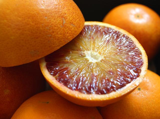 糖度13度前後 減農薬 ワックス不使用 タロッコ ブラッドオレンジ 限定価格セール タロッコオレンジ 農園から直送送料無料 4j 産地直送 訳あり 優先配送 サイズ混合 ore 愛媛産 約2.8kg