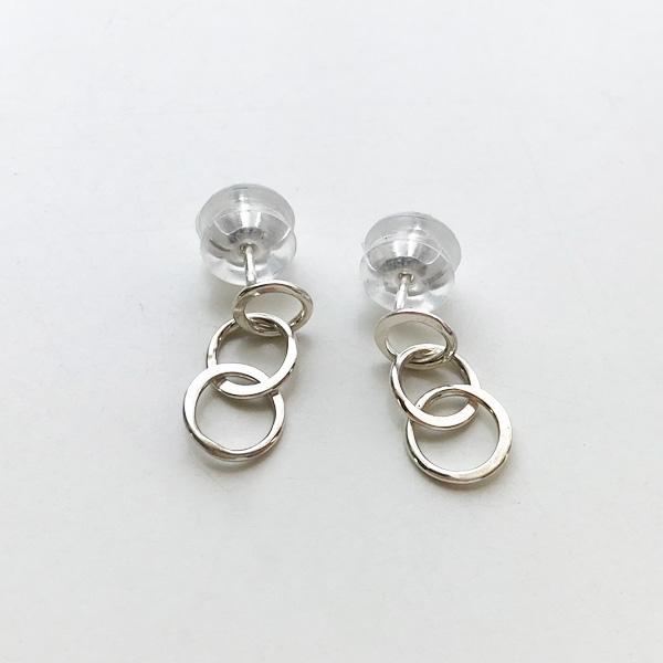 【MELISSA JOY MANNING/メリッサジョイマニング】Sterling silver mini triple circle earringsハンドメイド ジュエリー アクセサリー 14金 ゴールド シルバー メタル ピアス イヤリング プチピアス 人気モデル