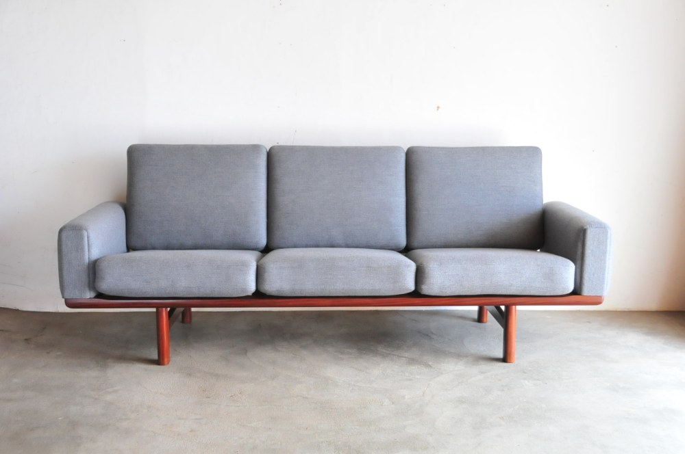 hans j wegner sofa. Black Bedroom Furniture Sets. Home Design Ideas