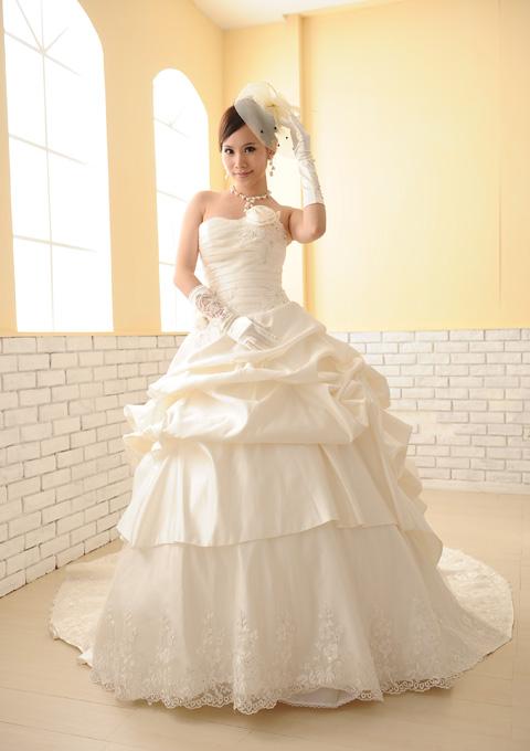 【サイズオーダー】【5~17号】ウェディングドレス 高級感のあるドレープスタイルに上品な刺繍スカートが魅力D-1105-D05