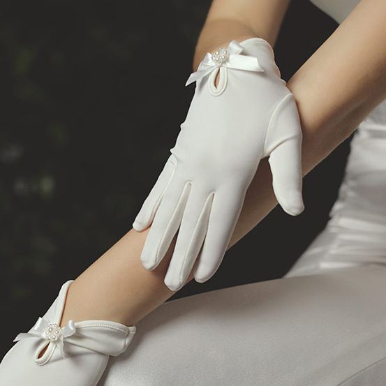 ウエディンググローブ ウェディンググローブ グローブ 海外ウエディング パーティー 結婚式 手袋 日本 ショート 倉庫 ベール ショートグローブ肌触りのいいストレッチ素材 上品な やさしくフィット パール 花嫁 ウエディング グローフ ビジューとリボン フラワー