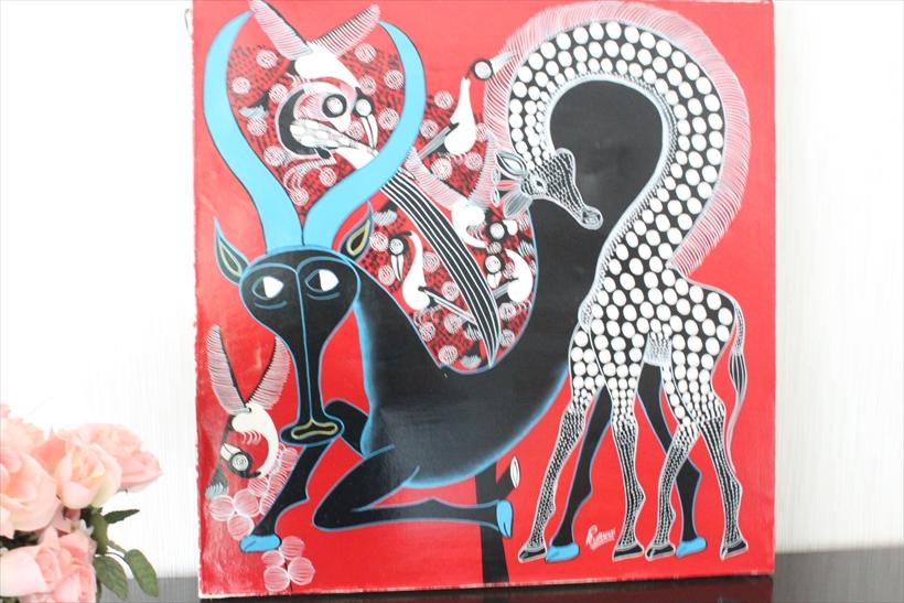 【即納・ティンガティンガ生原画】ルブニー<RUBUNI>の「黒いアンテロープとキリン」大きめ60x60cm木枠張り・カンと紐つきでスグ飾れます バックカラー;あか