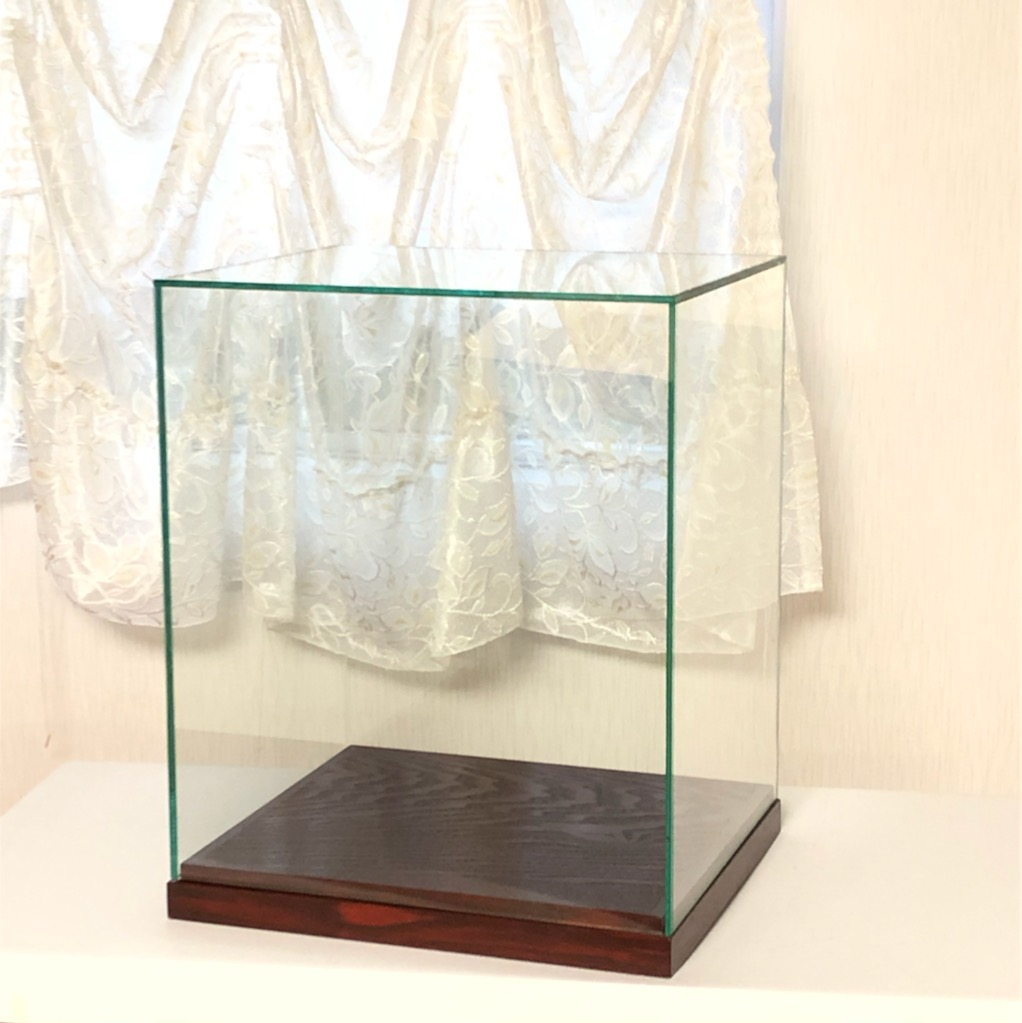 ラスト一つ。特別価格で販売中。ガラスケース完成品。 在庫処分価格 ガラスケース 人形ケース 枠なしガラスケース ガラス張り合わせタイプ 木製台座 幅350mm×奥行300mm×高さ400mm glasscase4