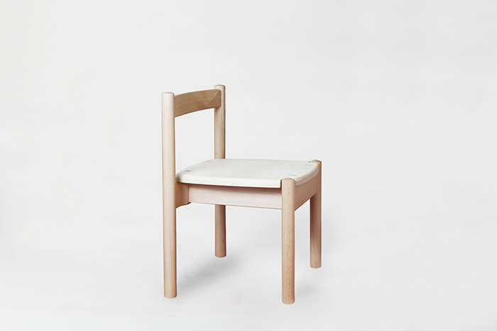Oak Village(オークヴィレッジ)『広葉樹の森 子どもイス』 | 日本製 木製 無垢 リビング 椅子 売上の一部が森づくりに活かされます。