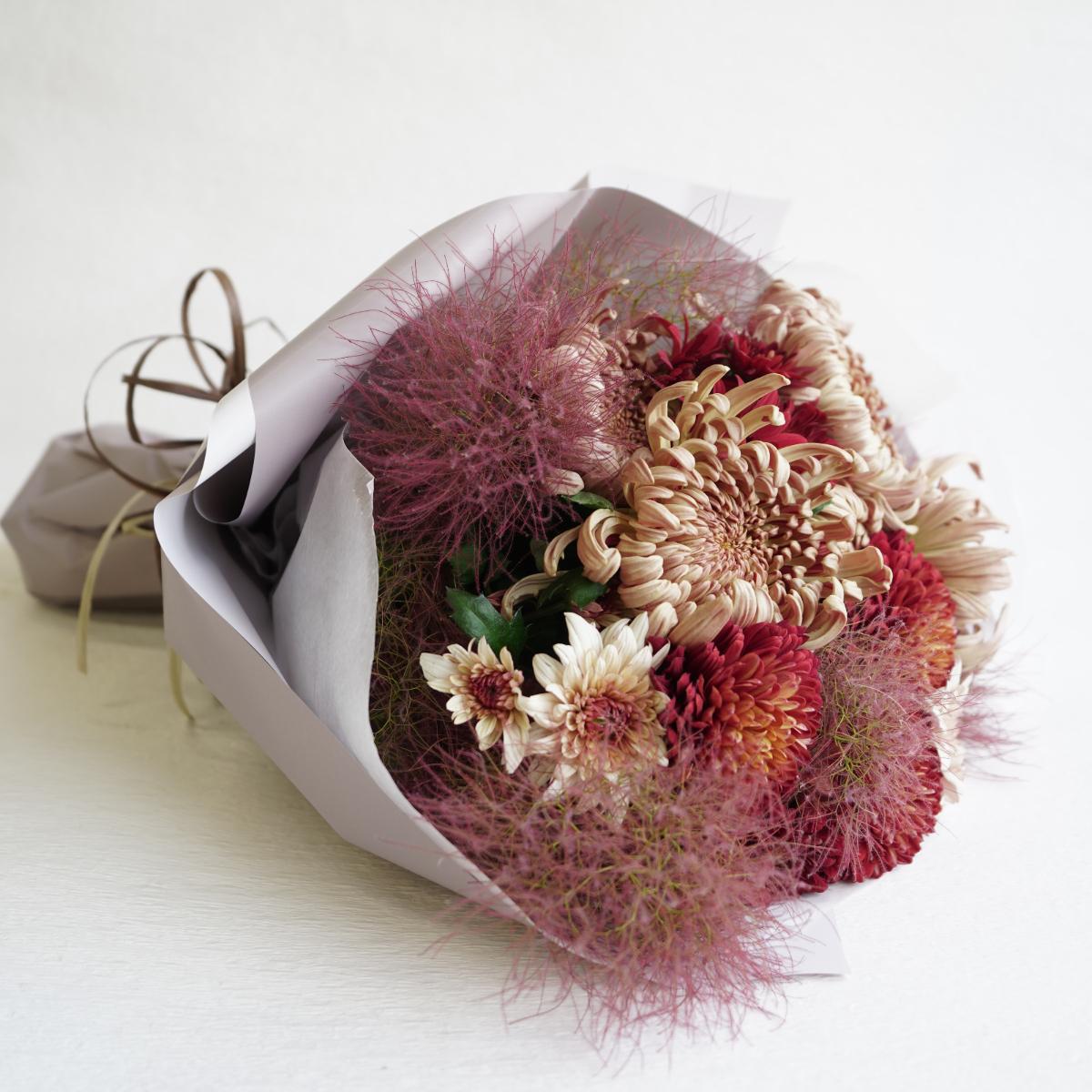 菊生産者が作ったマムが主役の花束 鮮度抜群 すべて国産の花材を使用しております 花束専用箱でお送りします 配送日指定可 新鮮なマム 菊 新作送料無料 が主役の花束 お花の好きな人へ 冷蔵便でお届け 送料無料 北海道 フラワーギフト還暦祝い退職祝い送別会 生産者 沖縄 誕生日プレゼント 東北は+300円でOK 一部地域を除く 古希 即納最大半額 国産 お祝い 生花 母 喜寿