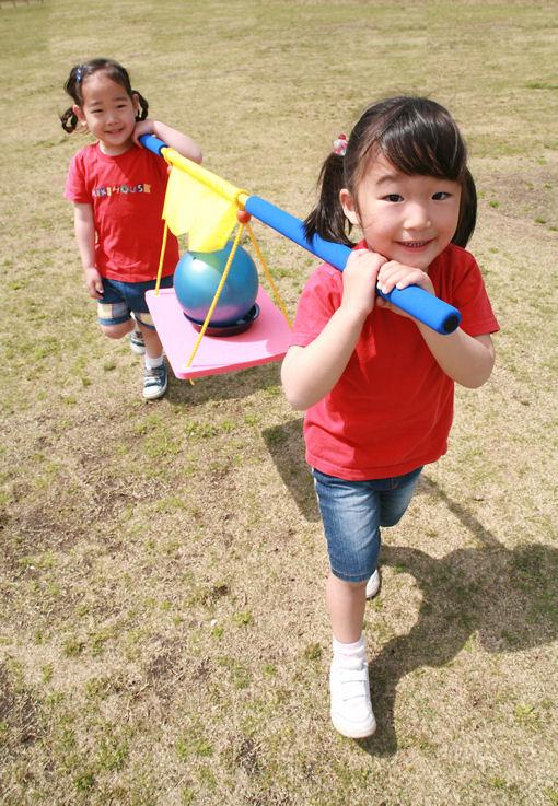 おさるのカゴやさん 保育園、幼稚園、運動会、障害物競争、親子競技