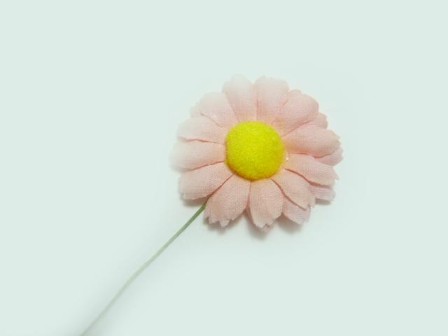 造花 メール便対応 アウトレット造花 サーモンピンクのデージー パーツ フェイクフラワー アートフラワー 小花 新色追加 信憑