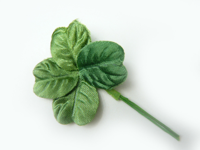造花 リーフ メール便対応 1枚 買い物 初売り 四葉のクローバーサテン緑