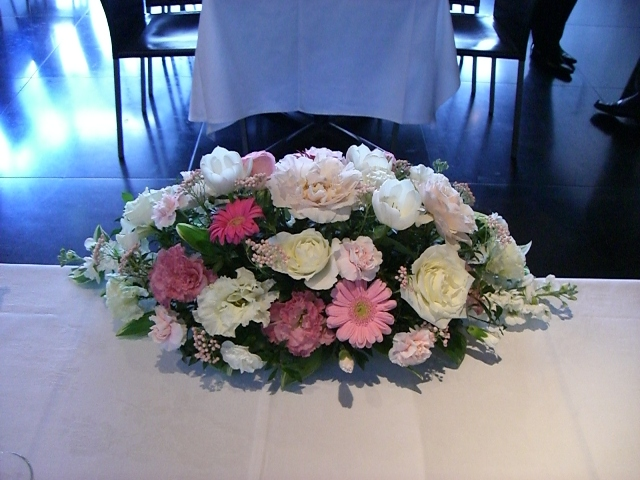 白、ピンク系メインテーブル装花(Mサイズ)(生花)
