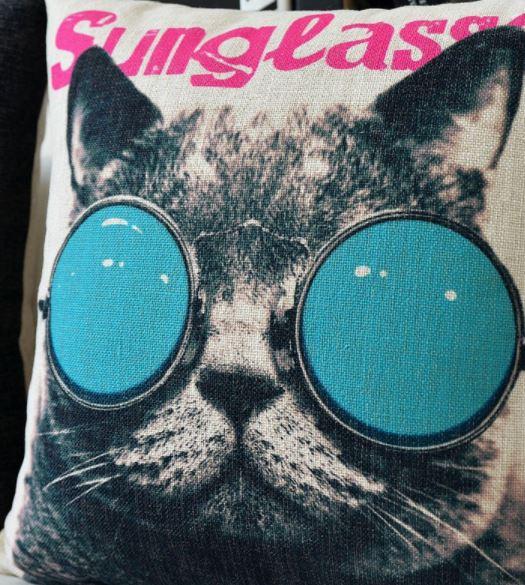 サングラス猫がおしゃれなクッションカバーです 送料無料 猫 猫柄 クッション カバー おもしろ 倉庫 オープニング 大放出セール サングラス猫 ファブリック かわいい 雑貨 ねこ ケース グッズ インテリア ネコ