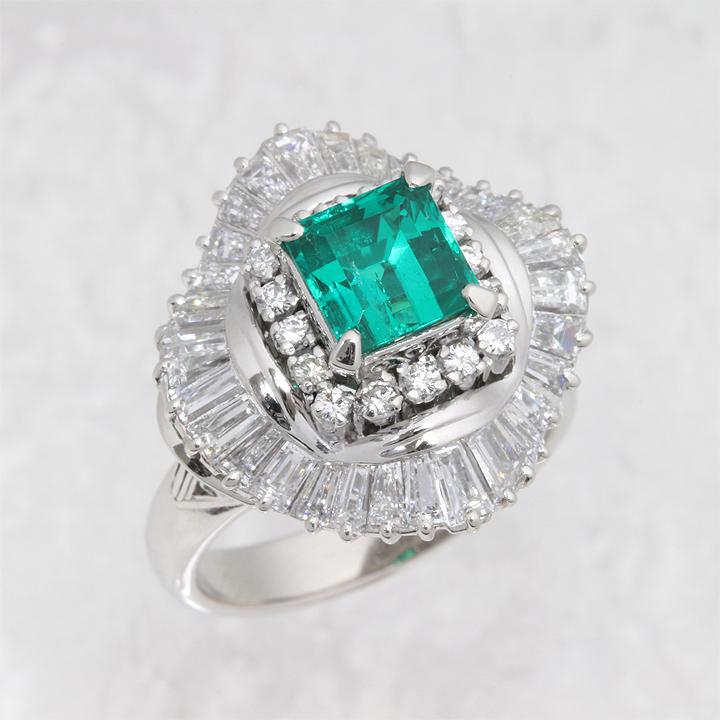 【返品可能】 【エメラルド】Pt900【リング】E1.38ct D1.69ct emerald【中古】