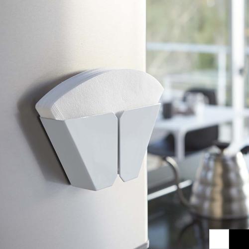 毎日使うから 取り出しやすく 新作多数 コーヒーフィルター 冷蔵庫 磁石 コーヒーグッズ お歳暮 9 29までポイント10倍 マグネットコーヒーペーパーフィルターホルダー 収納 タワー ホワイト ブラック マグネット付き 山崎実業 コーヒーフィルターホルダー tower
