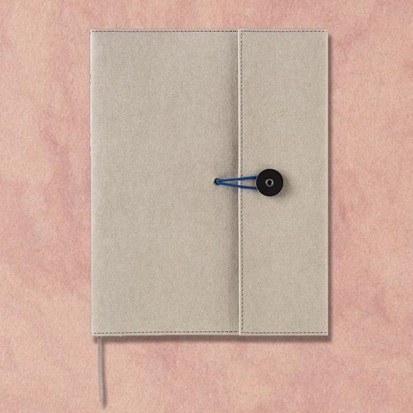 薄くて軽く 耐久性に優れたクラフト素材のノートカバーです クーポン対象 送料無料 即日配送 A5 ブックカバー ノートカバー 正規品送料無料 おしゃれ かわいい ≪キングジム≫クラフトノートカバー プレゼント ギフト シンプル グレー 父の日 引出物 A5サイズ 1991KF-gray