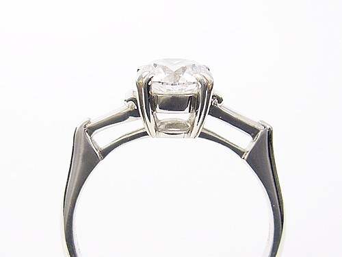 天然金刚石 / 1 ct 铂 900 环 / 芦屋钻石 / 极地 KIWAMI 珠宝鉴定。