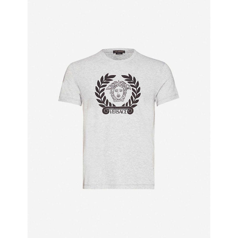 ヴェルサーチ VERSACE メンズ Tシャツ トップス【Logo-print cotton-jersey T-shirt】Grigio Chiaro Melange
