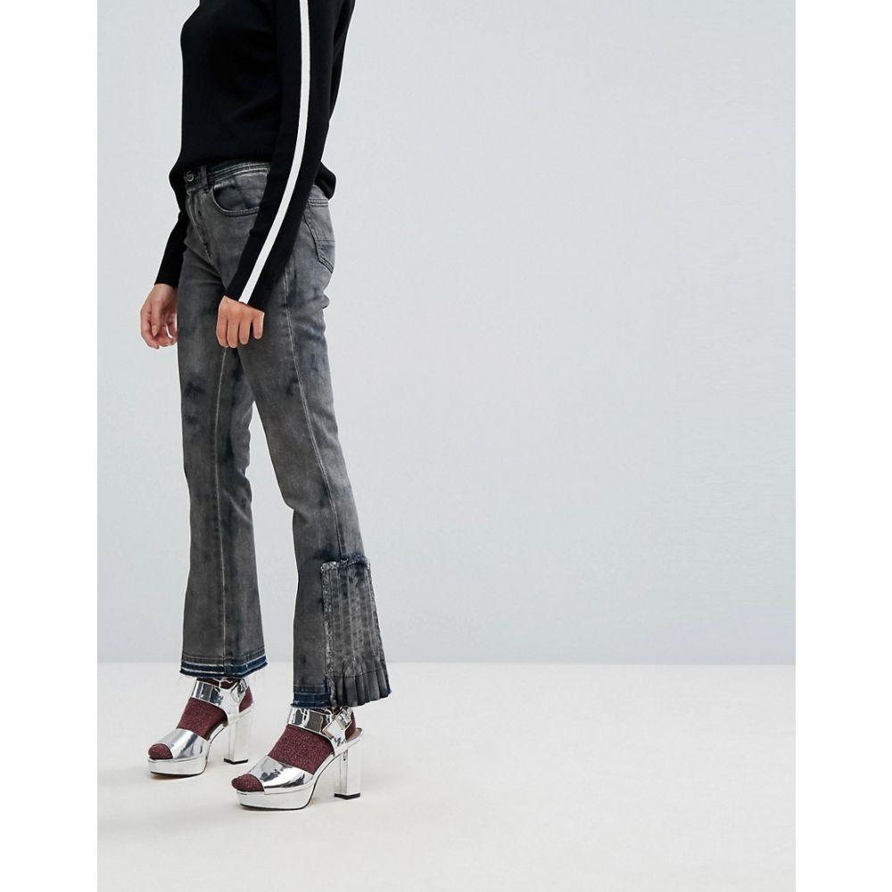 アイスバーグ レディース ボトムス・パンツ ジーンズ・デニム【Iceberg Pleat Detail Crop Kick Flare Jeans with Let Down Hem】Black