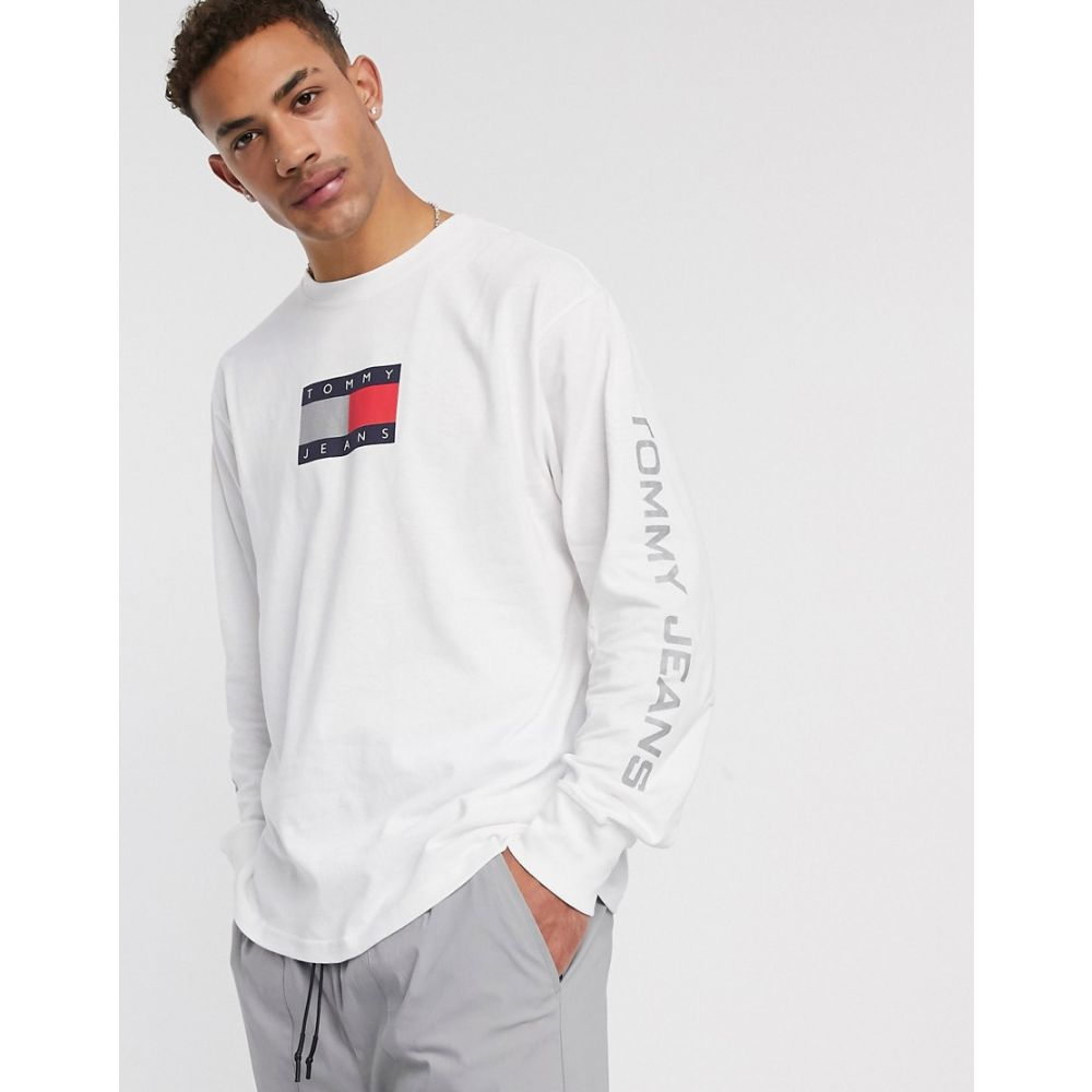 トミー ジーンズ Tommy Jeans メンズ 長袖Tシャツ トップス【metallic capsule chest flag logo long sleeve top in white】White