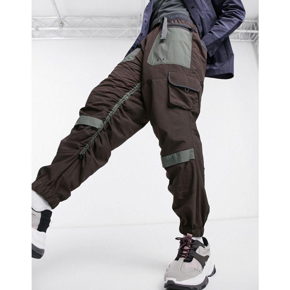 エイソス ASOS DESIGN メンズ カーゴパンツ ボトムス・パンツ【oversized tapered cargo trousers with rouched leg】Brown