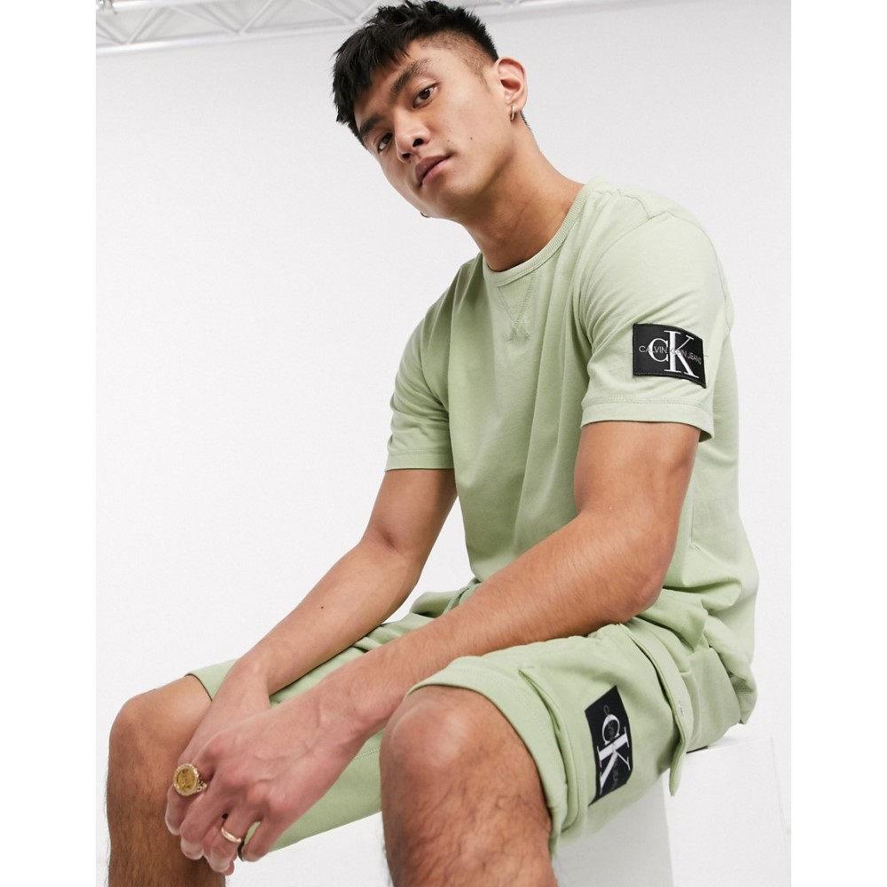 カルバンクライン Calvin Klein Jeans メンズ Tシャツ トップス【utility monogram badge t-shirt in green】Earth sage
