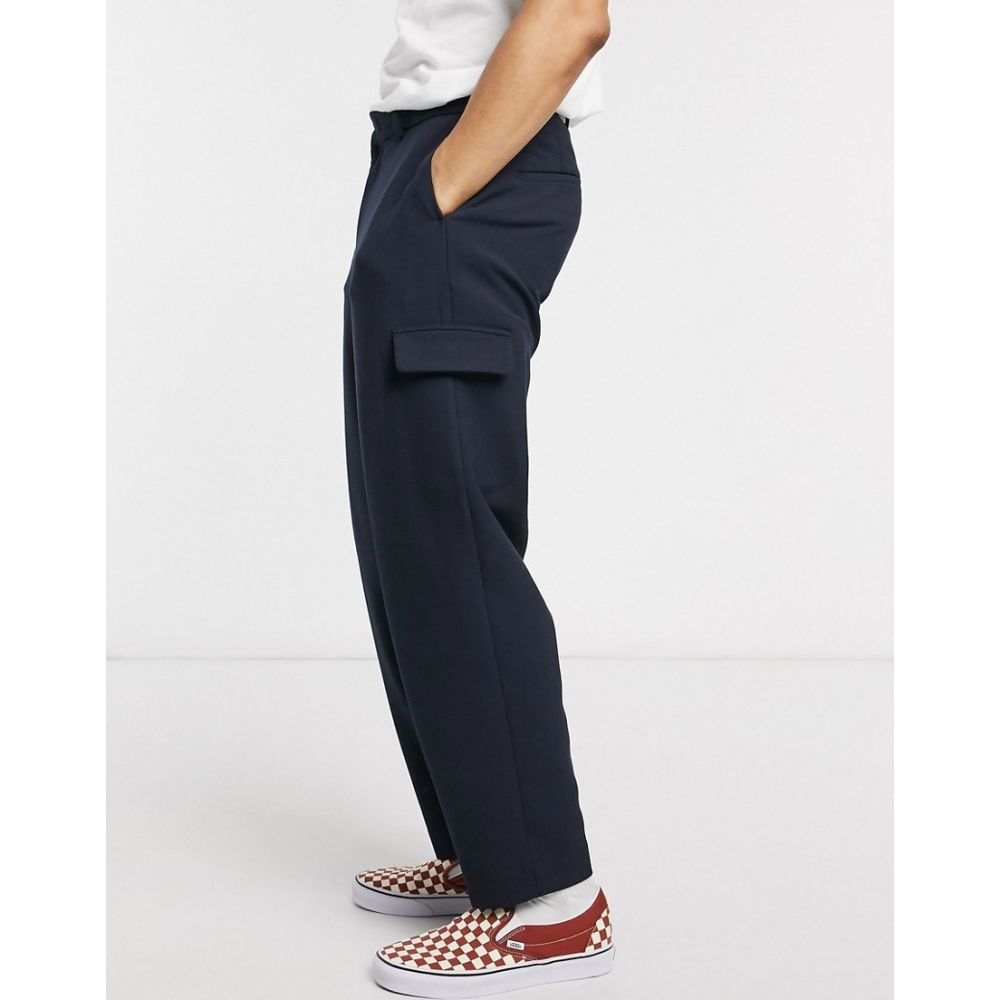 エイソス ASOS DESIGN メンズ カーゴパンツ ボトムス・パンツ【drop crotch tapered crop smart trousers in cross hatch with cargo pocket in navy】Navy