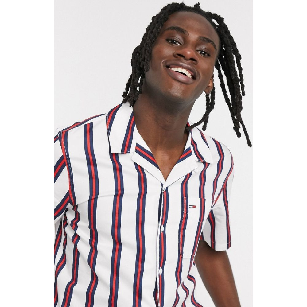 トミー ジーンズ Tommy Jeans メンズ 半袖シャツ トップス【Camp short sleeve printed stripe shirt regular fit revere collar in white】White/multi