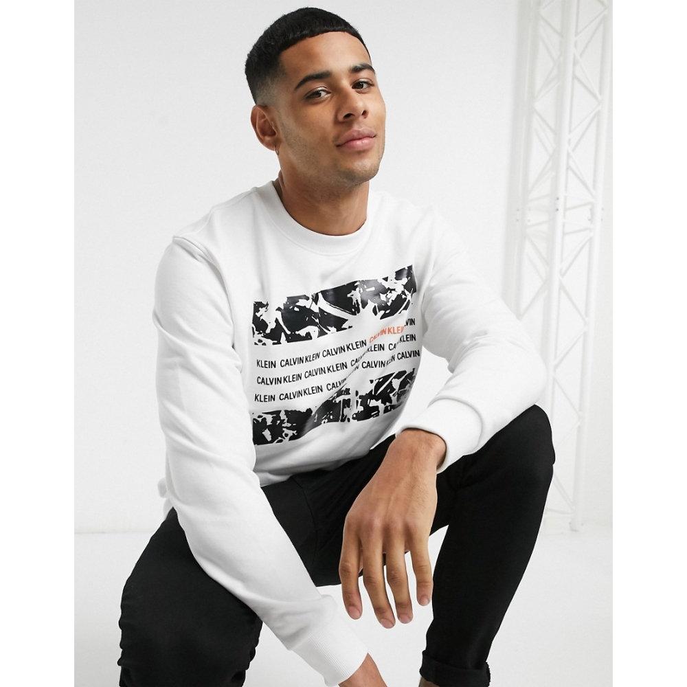 卓抜 カルバンクライン メンズ トップス スウェット 送料無料 一部地域を除く トレーナー Bright white graphic サイズ交換無料 Klein box in sweatshirt Calvin