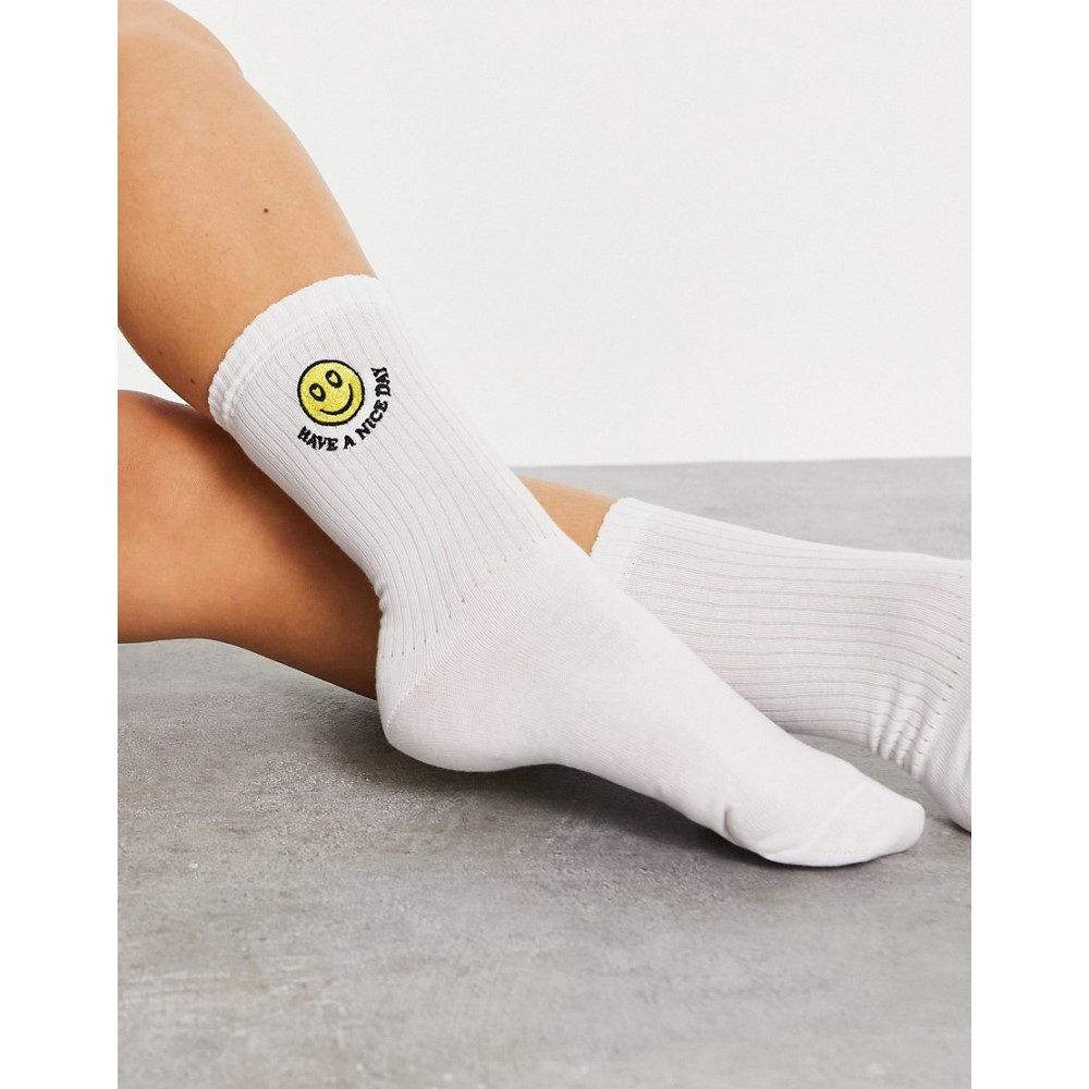 エイソス レディース インナー 営業 下着 ソックス White ASOS DESIGN In Socks Embroidery 上等 Face Length Happy Calf With