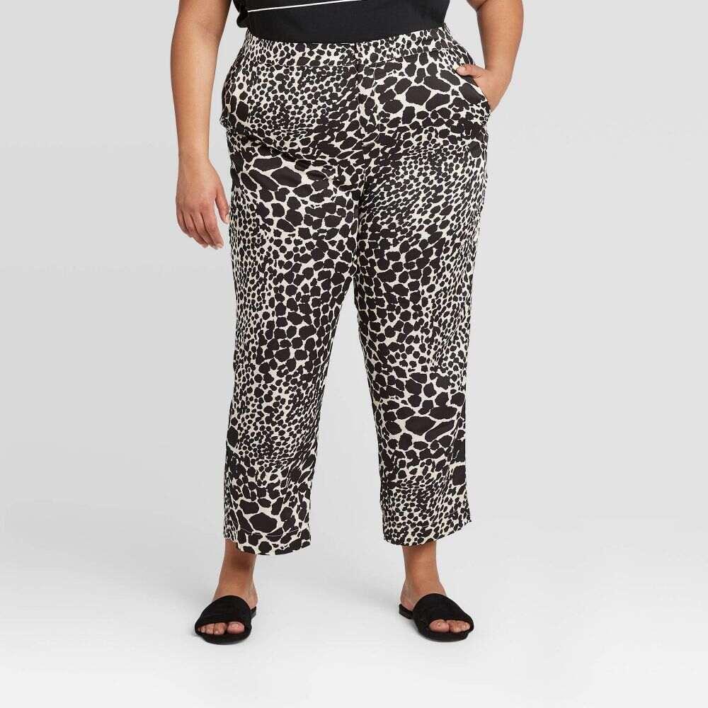 フー ワット ウェアー Who What Wear レディース クロップド 大きいサイズ ボトムス・パンツ【Plus Size Mid-Rise Relaxed Cropped Silky Trouser -】Cream