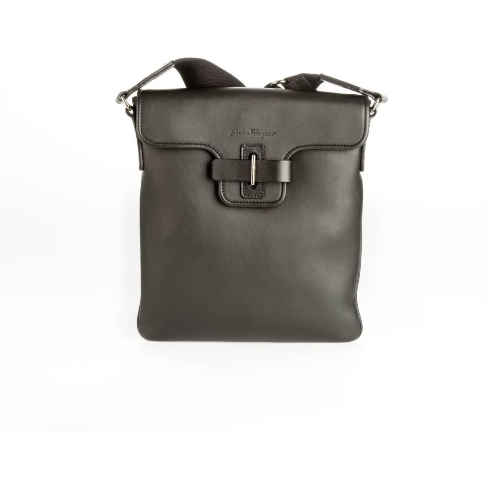 サルヴァトーレ フェラガモ メンズ バッグ ショルダーバッグ【Salvatore Ferragamo black leather shoulder bag】Black