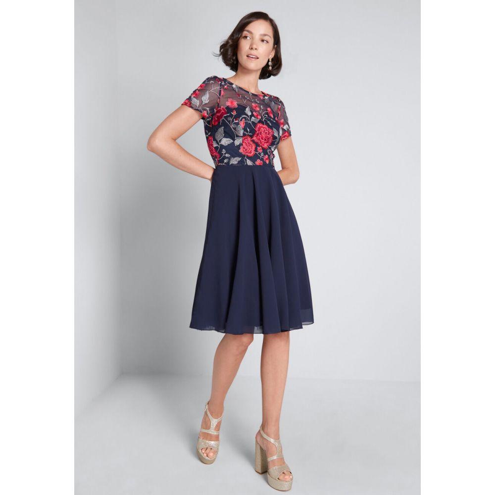 チチロンドン Chi Chi London レディース ワンピース ミドル丈 ワンピース・ドレス【Quite the Catch Midi Dress】blue floral embroidery