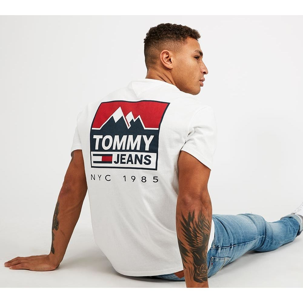 トミー ジーンズ Tommy Jeans メンズ Tシャツ トップス【Mountain Back Logo T-Shirt】Classic White