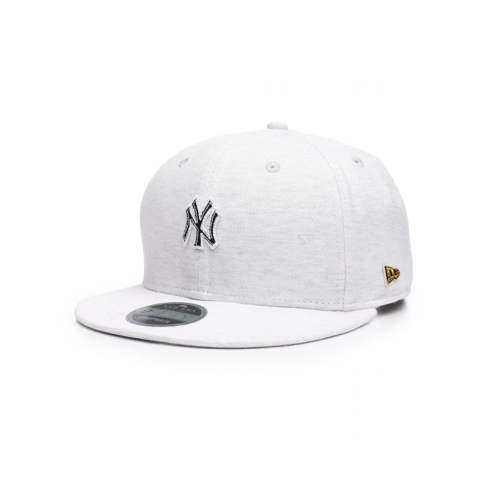 ニューエラ メンズ 帽子 キャップ【black label 9fifty new york yankees micro stitch strapback hat】Grey