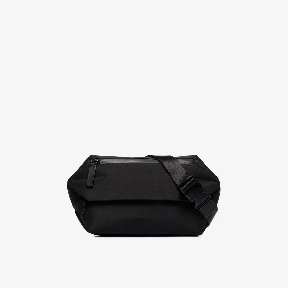 イッセイ ミヤケ Issey Miyake メンズ メッセンジャーバッグ バッグ【black indented messenger bag】black