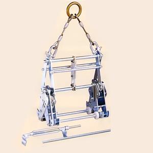 サンキョウトレーディング U字溝吊りクランプ マシンバイス 内吊ワイド600 [時間指定不可] 【在庫有り】